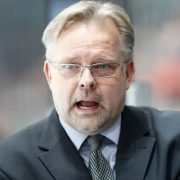 """Iserlohns Trainer Jari Pasanen: """"Der linke Schlittschuh muss zuerst an die Füße"""""""