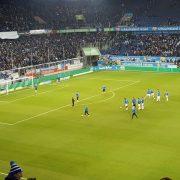 Dachschaden: Lichtstegplatten im Osten der Schauinslandreisen-Arena werden ausgebaut