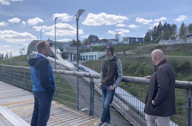 Auf gute Nachbarschaft an der Winterberger Kappe: Bobhaus, Erlebnisberg Kappe und Sportzentrum besiegeln tägliche und enge Zusammenarbeit auch vertraglich