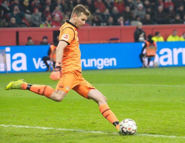 Verletzung an der Achillessehne: Torhüter Hradecky fällt mehrere Wochen aus