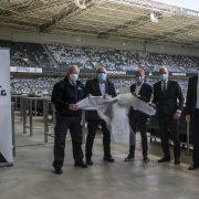 Borussia Mönchengladbach und van Laack stellen der Stadt Mönchengladbach 40.000 Schutzkittel zur Verfügung