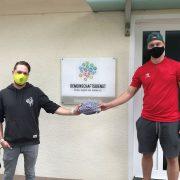 Iserlohns Goalie Andy Jenike spendet Warrior-Masken für den guten Zweck